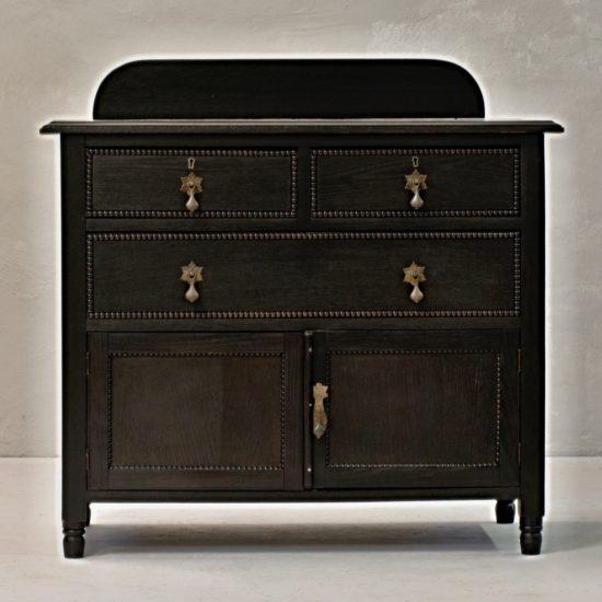 anglická dřevěná komoda nvintage stylový nábytek po celkové renovaci oživeno