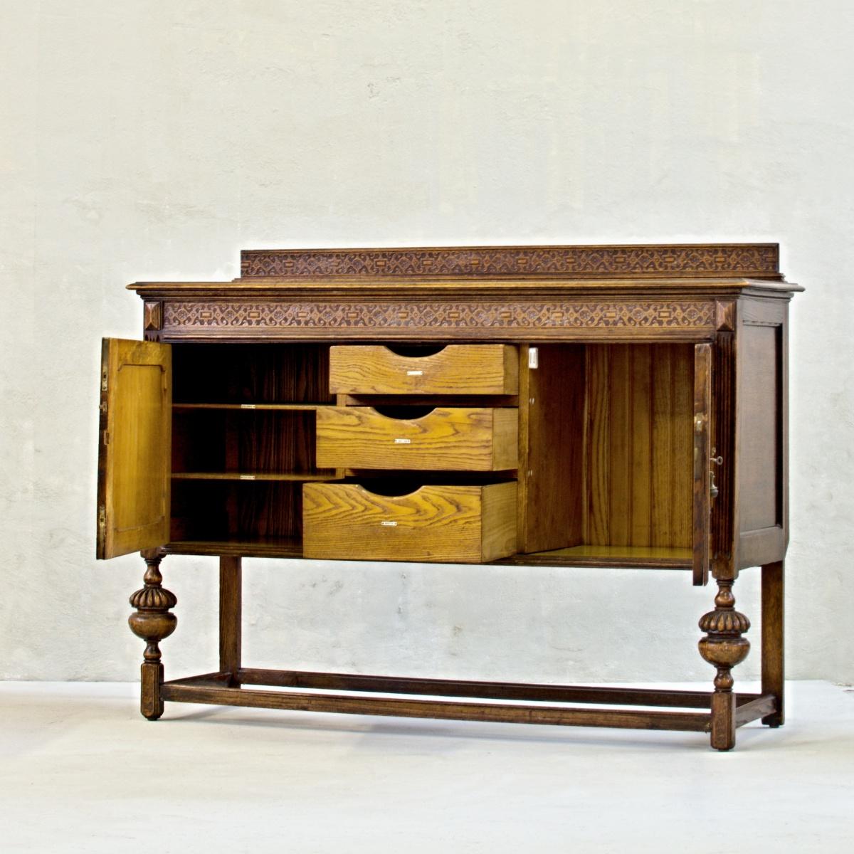 anglický dřevěný příborník vintage skříň komoda