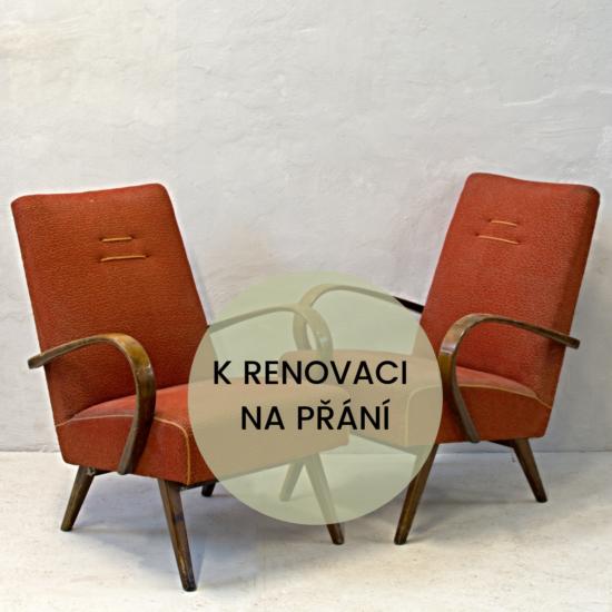 dvě zrzky k renovaci na přání křeslo retro s čalouněné s dřevěnou područkou před renovací