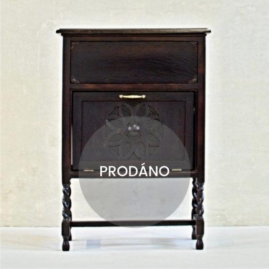 Anglický originální tmavě hnědý kabinet Prodáno