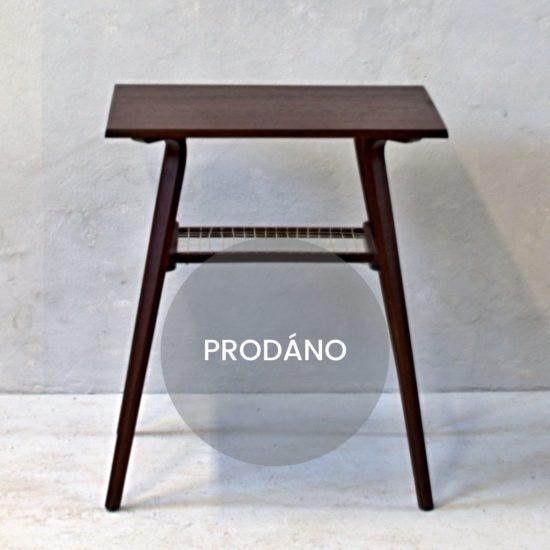 Renovace nábytku v Praze odkládací stolek