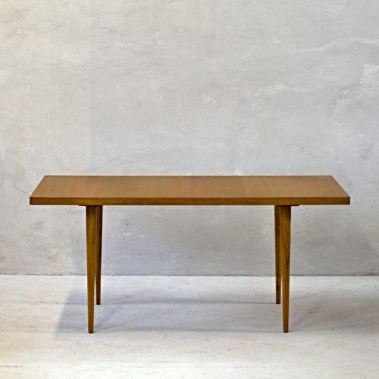 světlý konferenční stolek československý retro nábytek po celkové renovaci do původního stavu