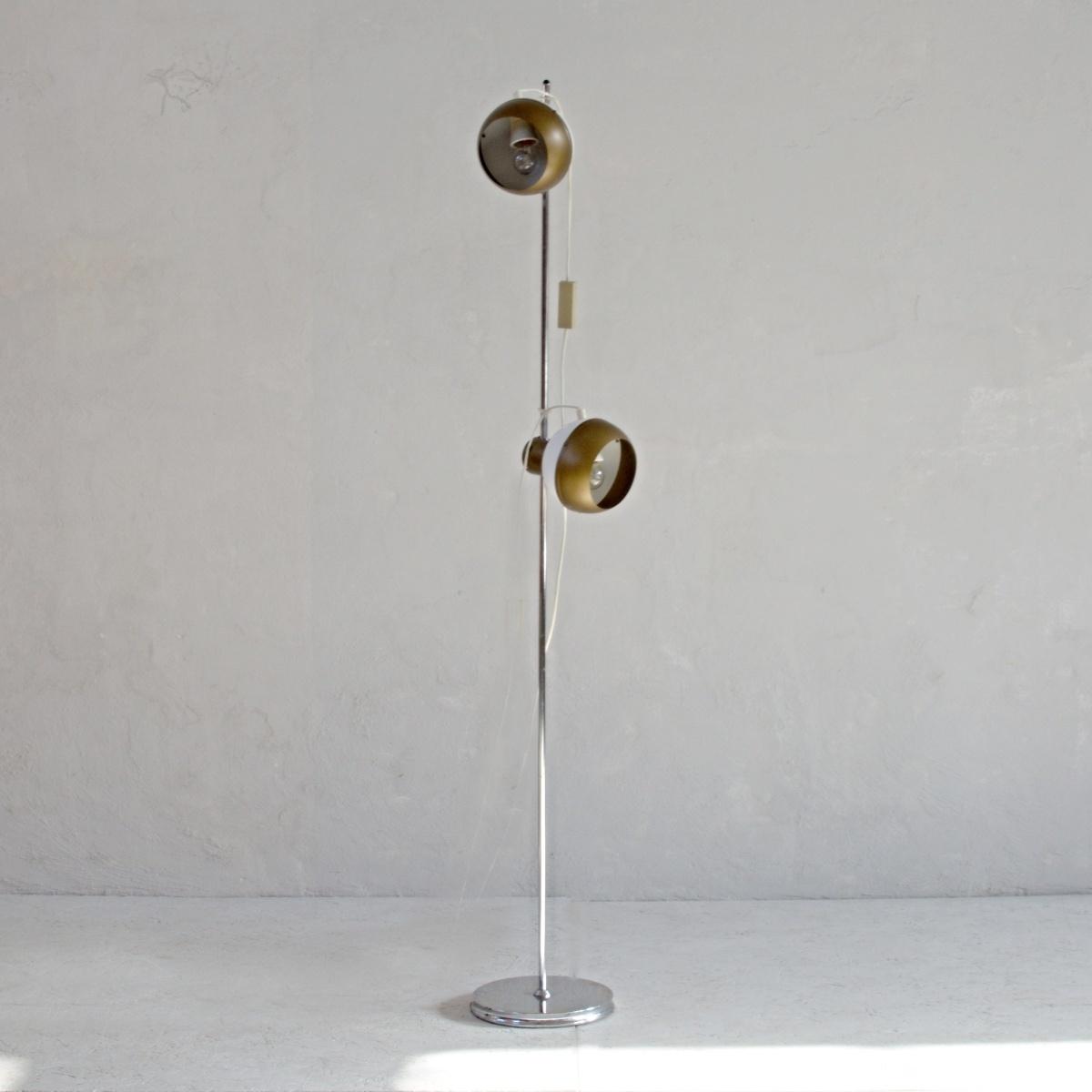 Původní stojací kovová lampa Drukov se dvěma stínidly