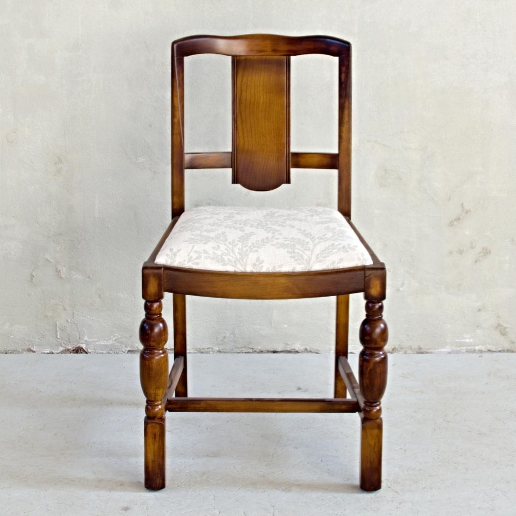 masivní rozkládací stůl se šesti židlemi