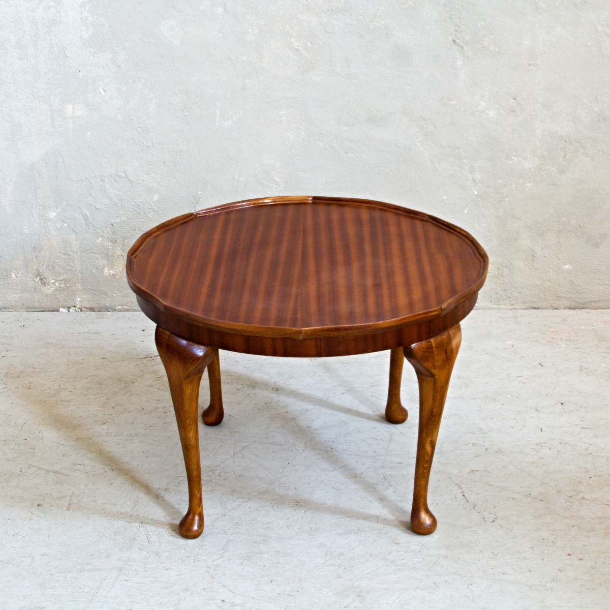 renovace nábytku konferenční stolek