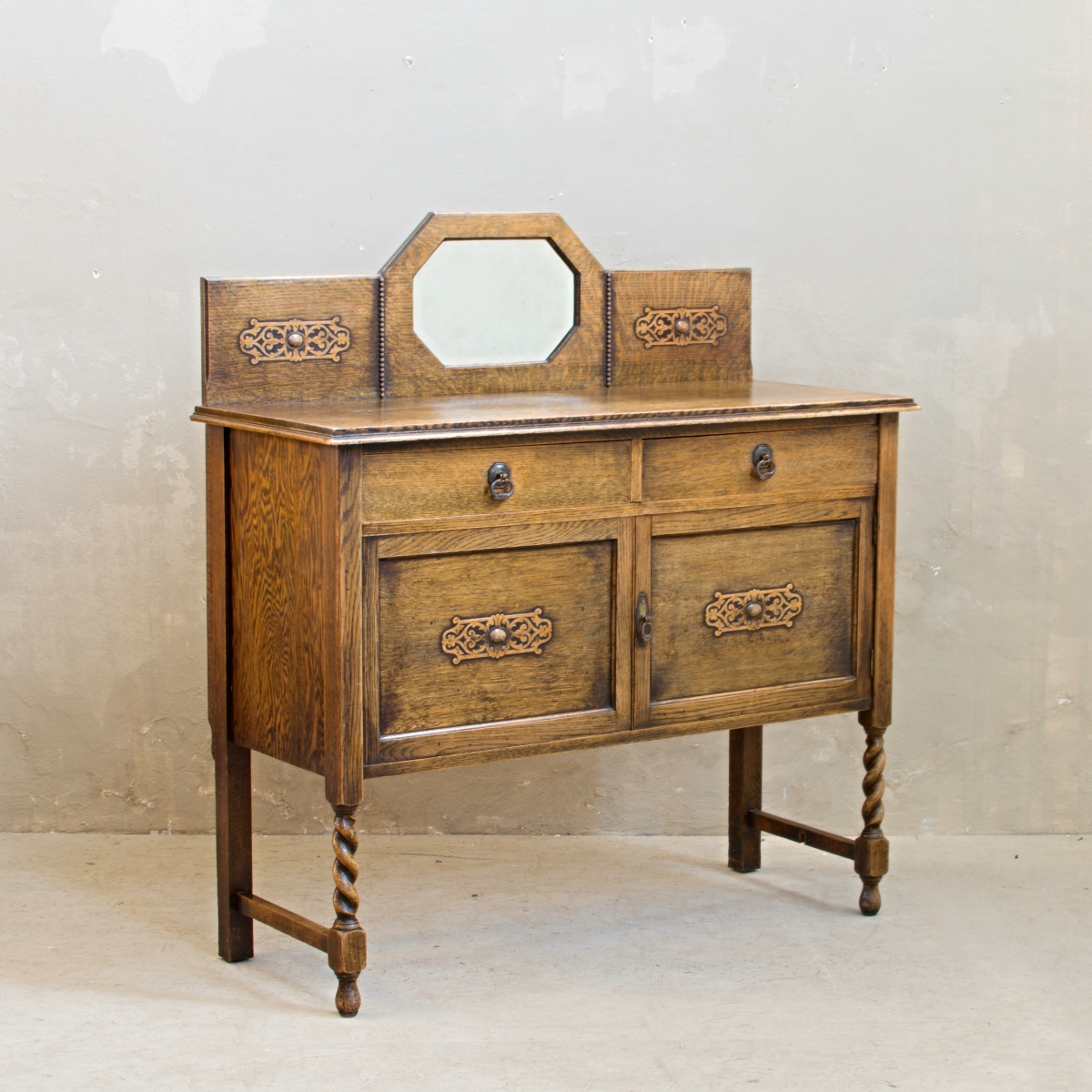 Renovace nábytku anglický dubový příborník