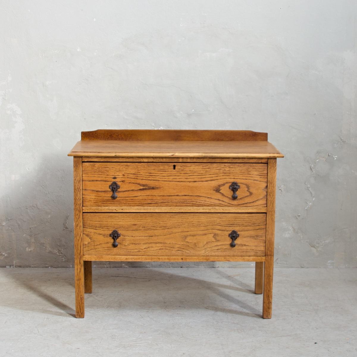 Zrenovovaný nábytek dubová komoda