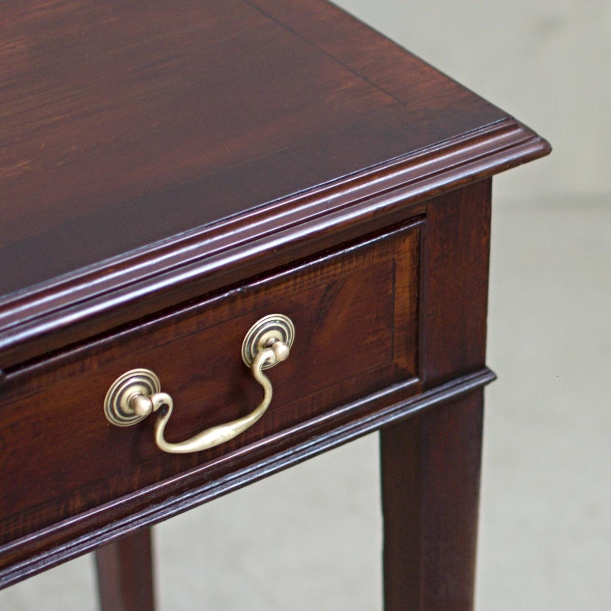 Renovace dřevěného nábytku odkládací stolek