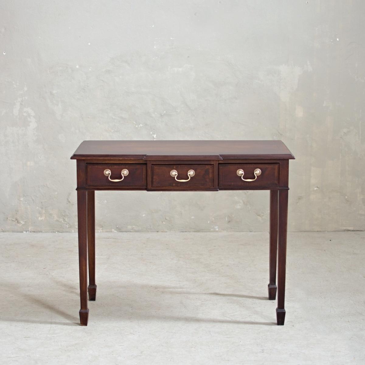 Zrenovovaný odkládací stolek