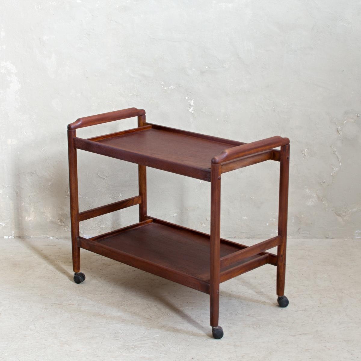 Zrenovovaný nábytek odkládací stolek