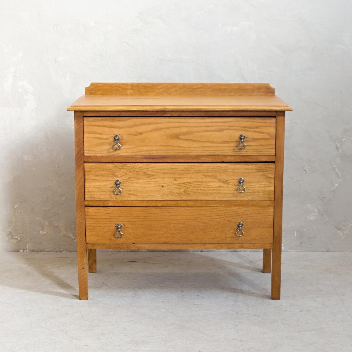 Renovace nábytku v Praze dubová komoda