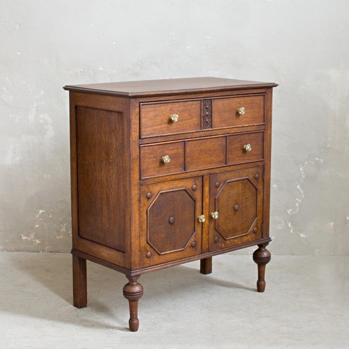 Prodej dřevěného nábytku Praha Anglický příborník