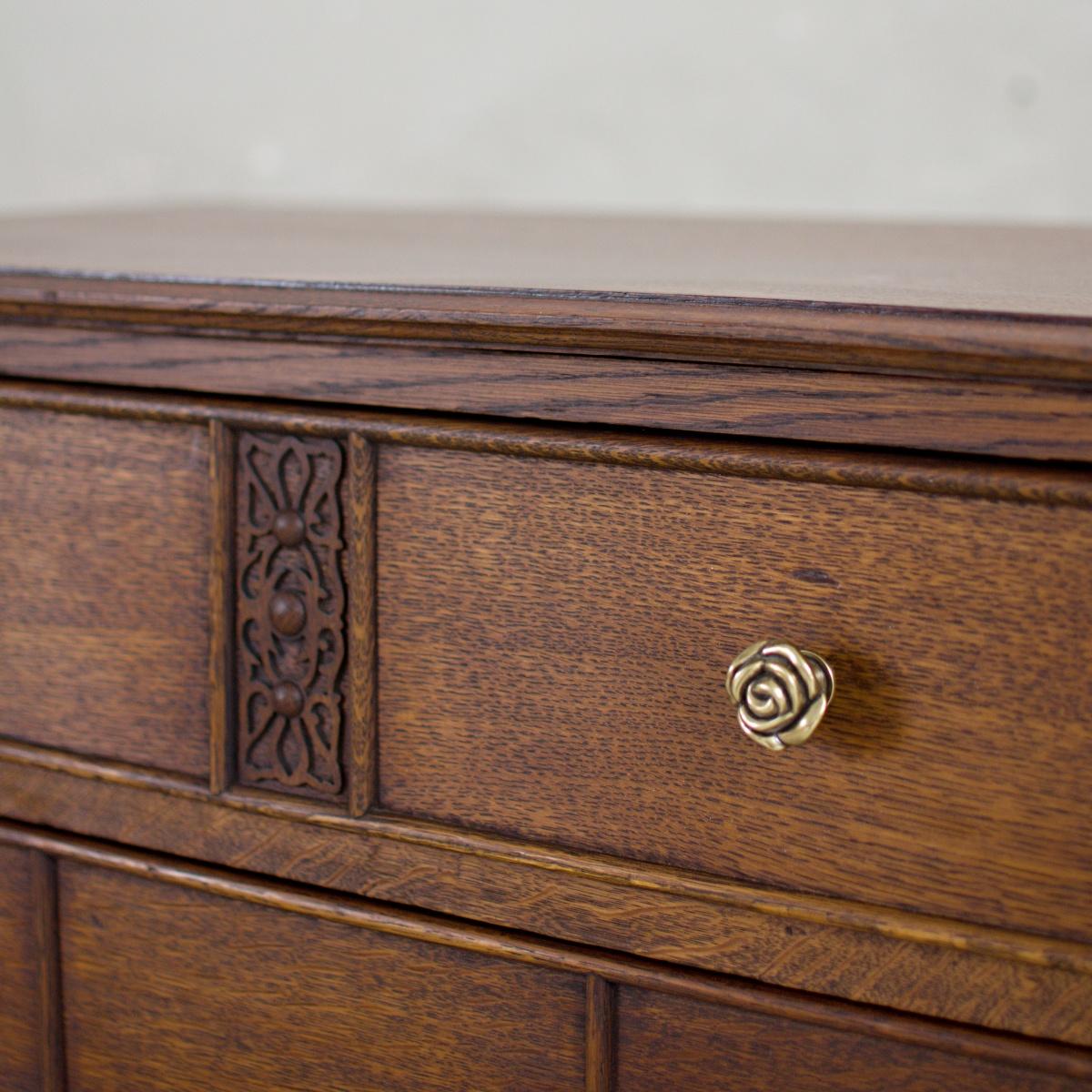 Prodej anglického nábytku Praha Anglický příborník