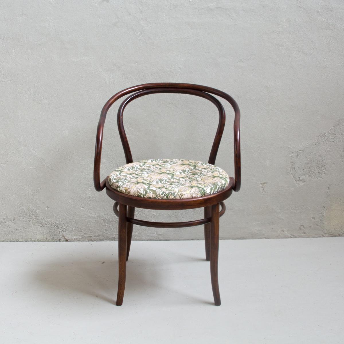 Prodej retro nábytku Praha Ton křeslo