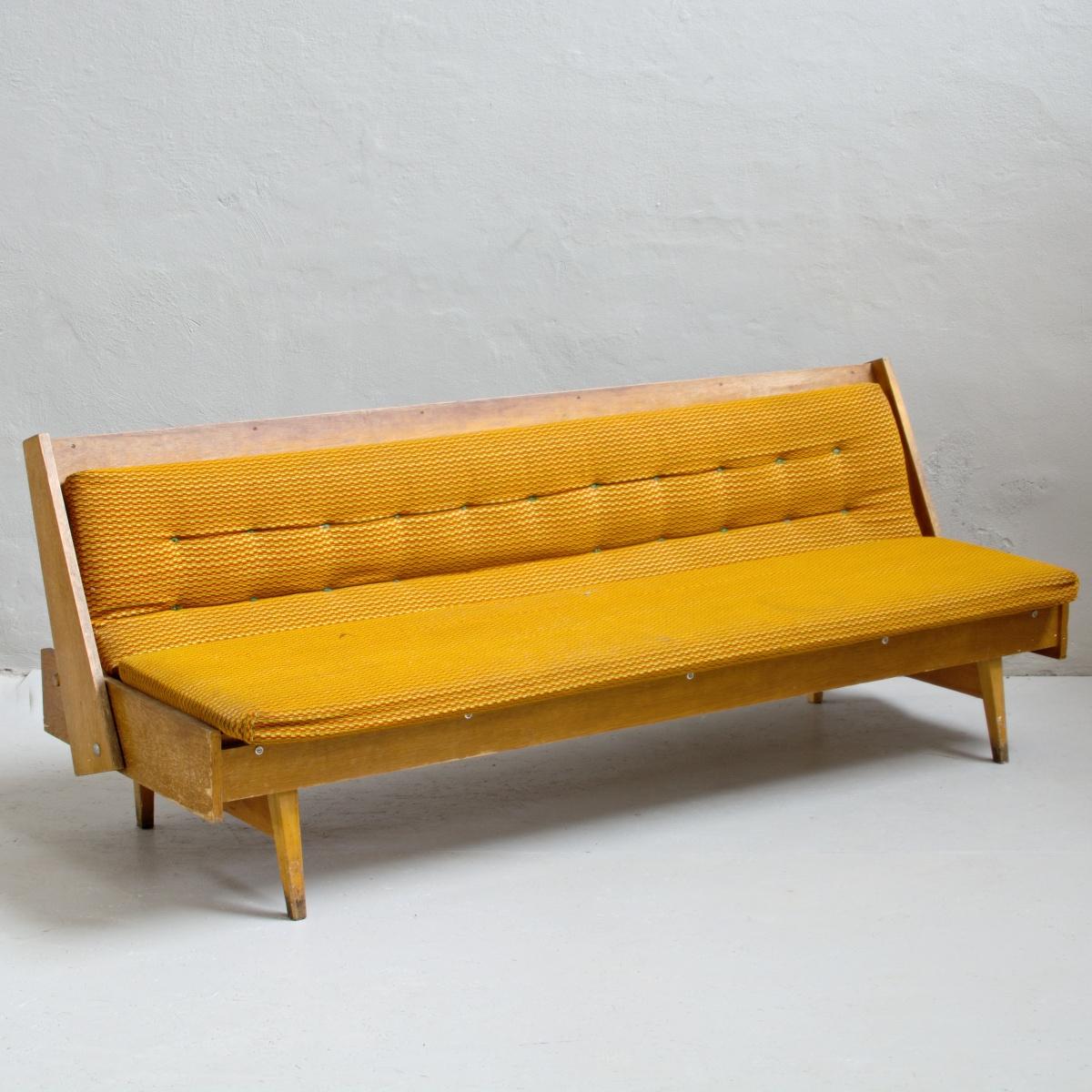 Renovace retro nábytku retro pohovka