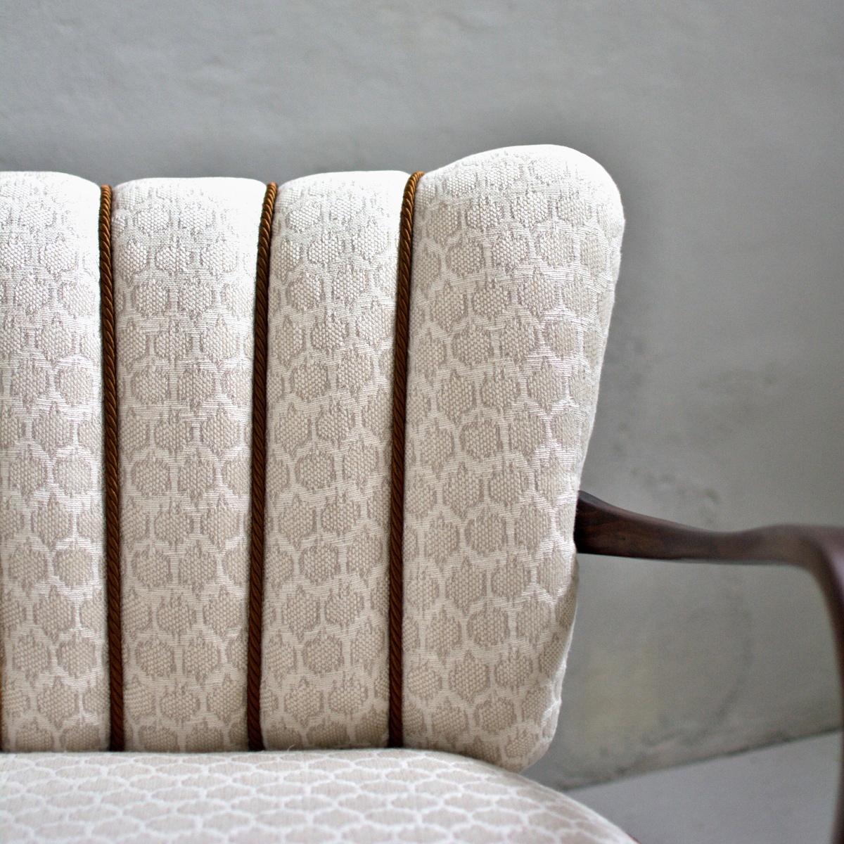 Prodej vintage nábytku vintage křesla a taburet