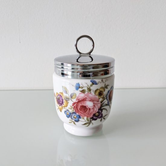 Anglické porcelánový hrnek s pokličkou