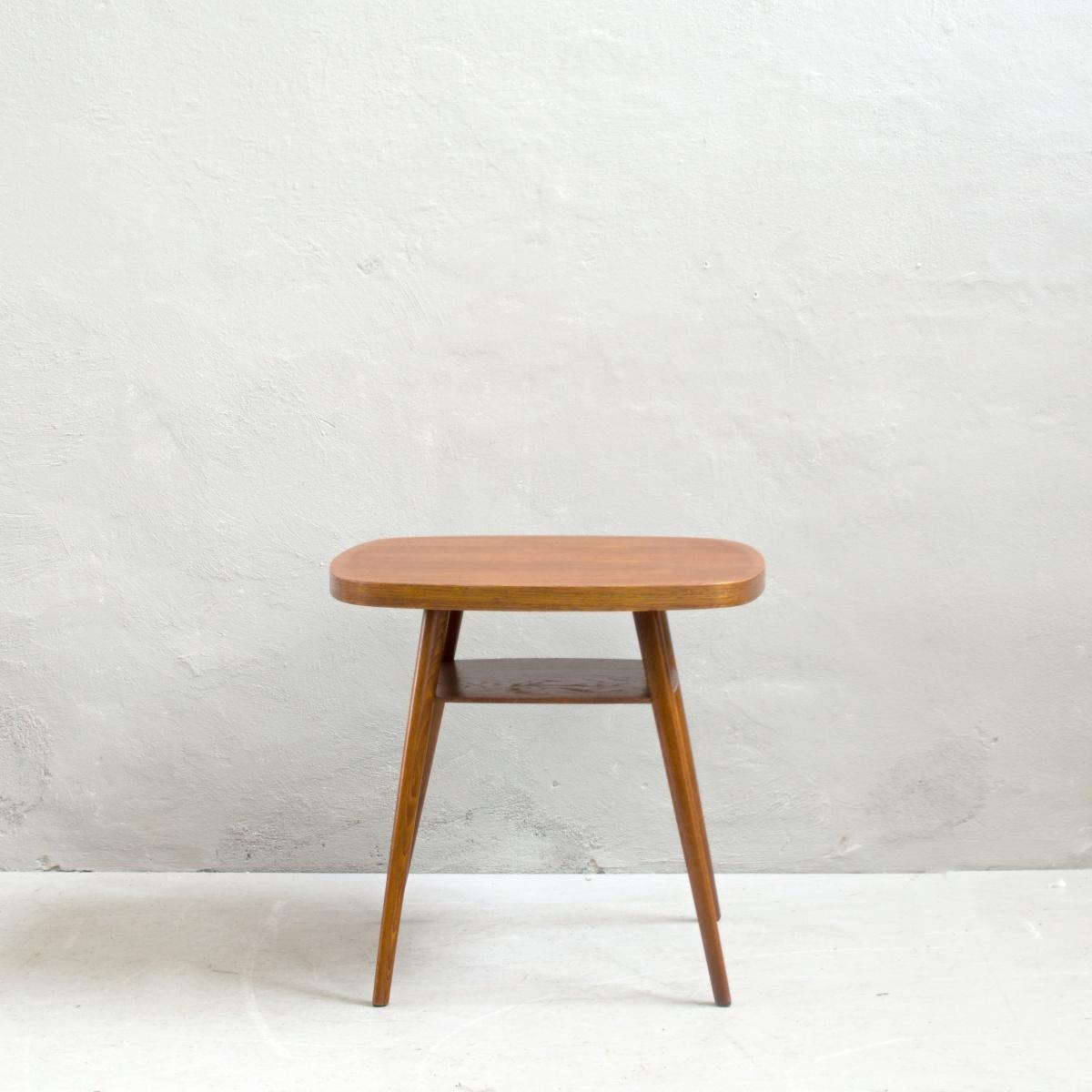 Prodej renovovaného nábytku stolek s poličkou