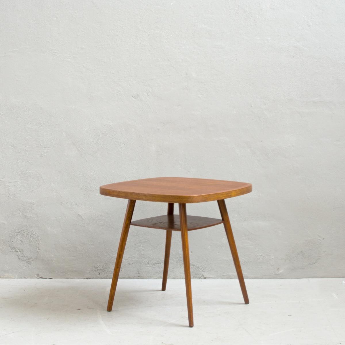 Renovace retro nábytku konferenční retro stolek