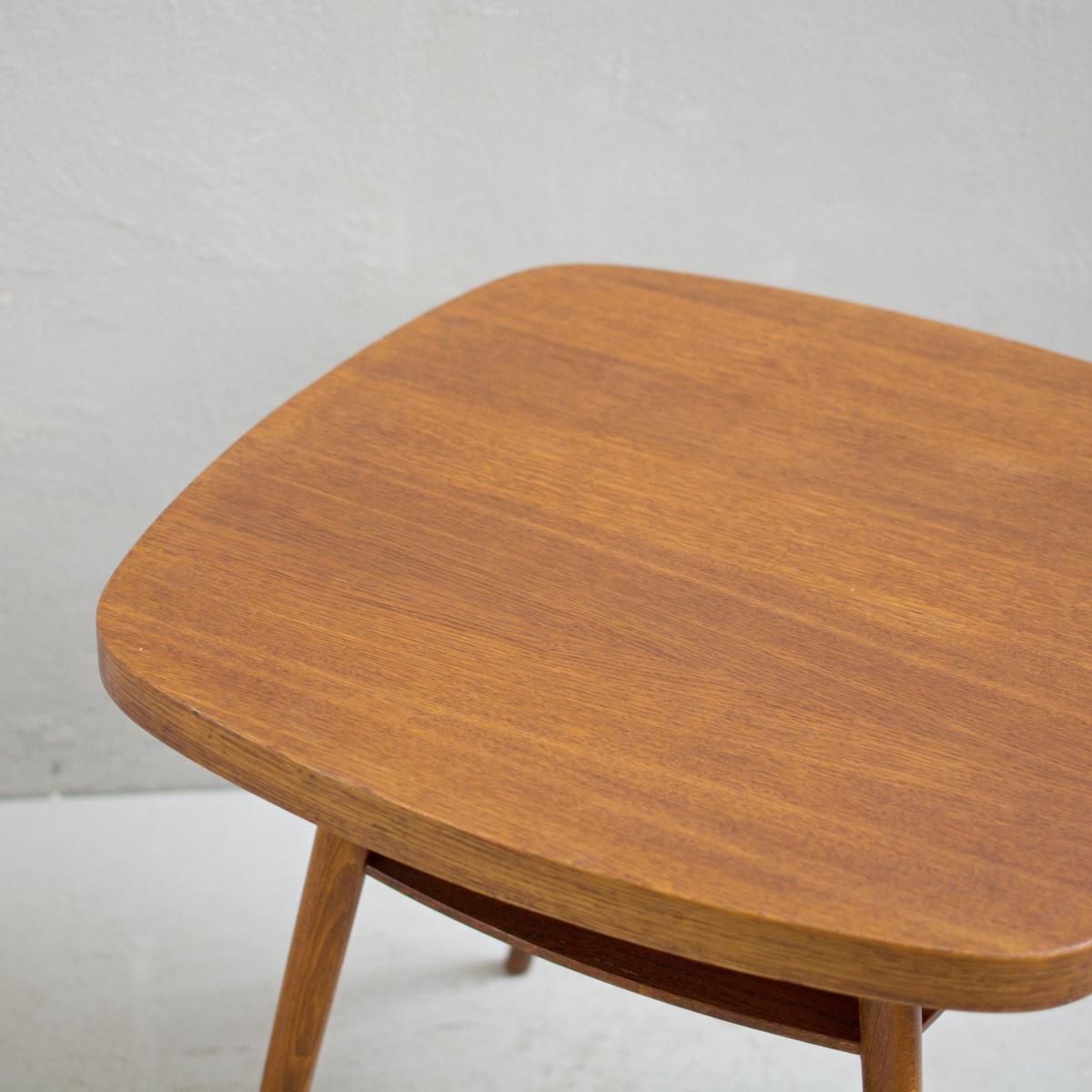 Prodej retro nábytku konferenční stolek s poličkou